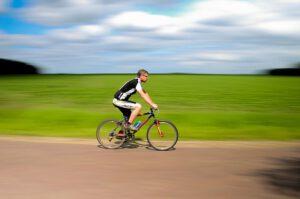 Jak ubrać się na rower w upalny dzień?