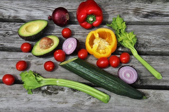 Co jeść, żeby schudnąć? Jakich produktów unikać w diecie?   Catering Dietetyczny GetFit Pruszków